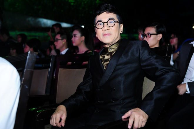 Le Quyen ven vay loi nuoc vi mua lon hinh anh 15 NSƯT Thành Lộc có mặt để theo dõi ủng hộ đàn em cũng như đảm nhận vị trí công bố giải Top Hit và Top Gold.