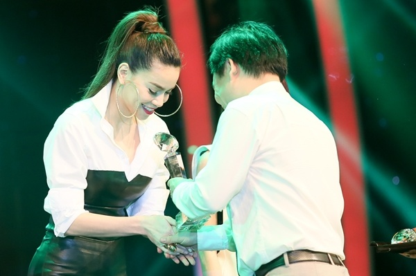 Ha Ho thang lon, Hoai Lam trang tay o Lan song xanh hinh anh