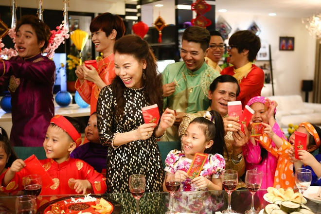 Bo me Ho Ngoc Ha dong MV cung con gai hinh anh