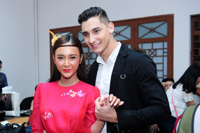 Angela Phuong Trinh boi do da van xinh dep hinh anh