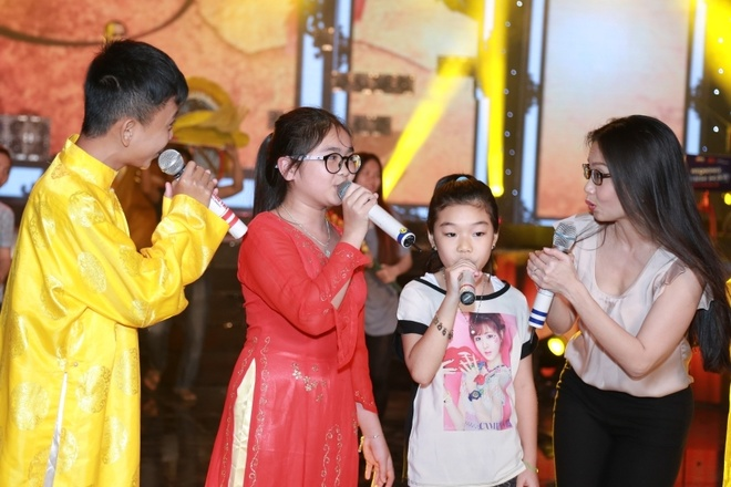 Cam Ly tai ngo dan hoc tro cung The Voice Kids hinh anh