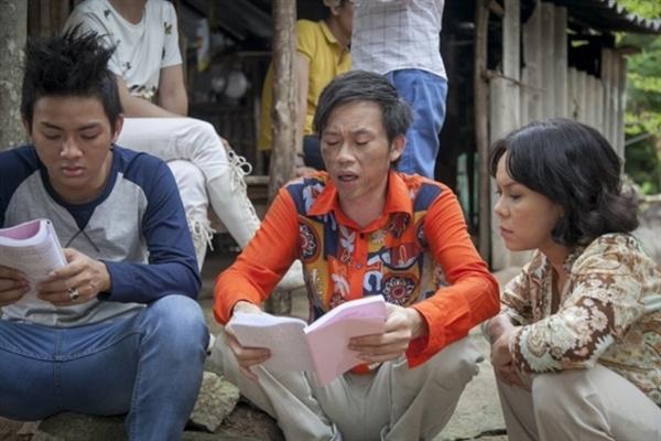 Hoai Linh bun run vi canh nong trong 'Quy tu bat dac di' hinh anh