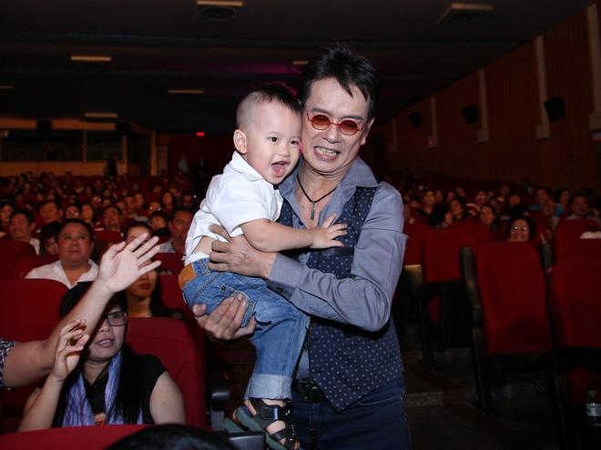 Duc Huy hanh phuc khi duoc con trai 2 tuoi co vu hinh anh