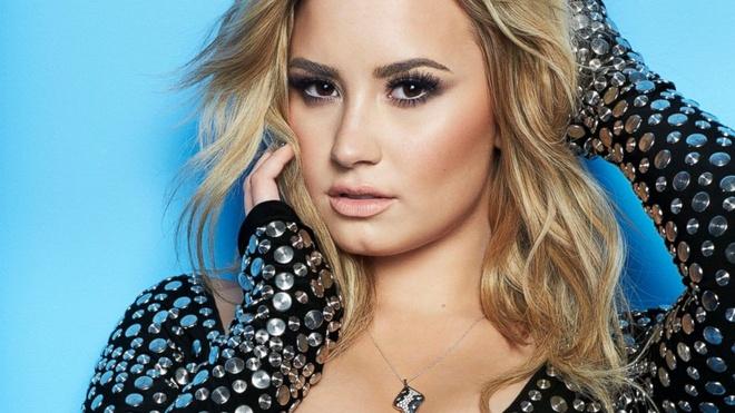 Demi Lovato lan dau den Viet Nam trinh dien hinh anh