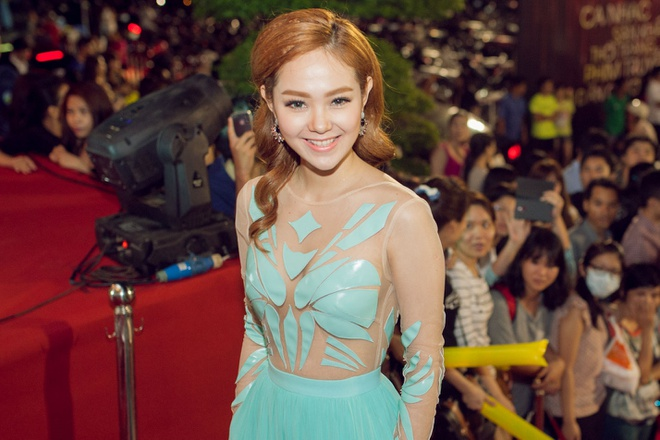 Dan my nhan Viet long lay tren tham do HTV Awards hinh anh