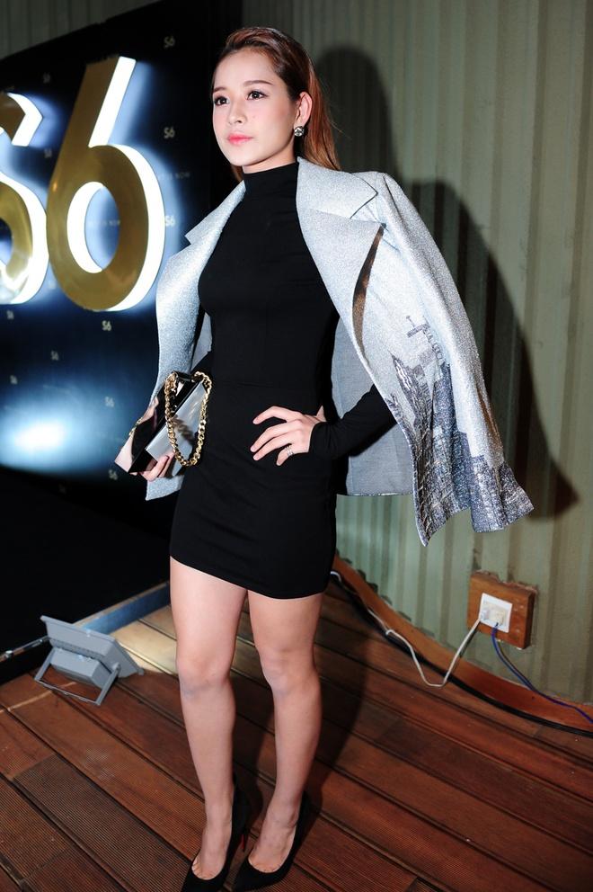 Dan sao Viet khoe dang tren tham do Elle Awards hinh anh 15 Hot girl Hà thành Chi Pu vừa thể hiện sự nữ tính trong bộ váy đen ôm sát cơ thể, nhưng vẫn mạnh mẽ nhờ áo khoác có chất liệu cứng. Đi kèm là túi xách cùng họa tiết.