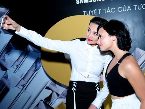 Thanh Hang do sac cung sao Hollywood Demi Lovato hinh anh