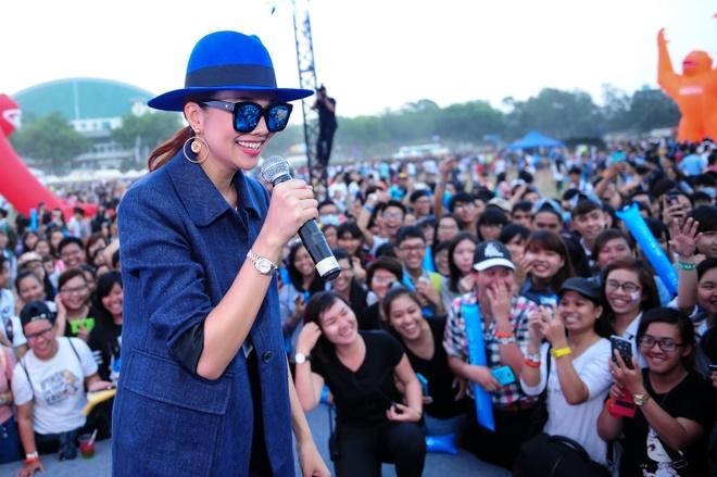 Thanh Hang noi bat voi style 'chuan men' hinh anh