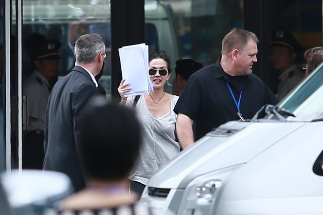 Katy Perry danh lac huong fan Viet o san bay Tan Son Nhat hinh anh