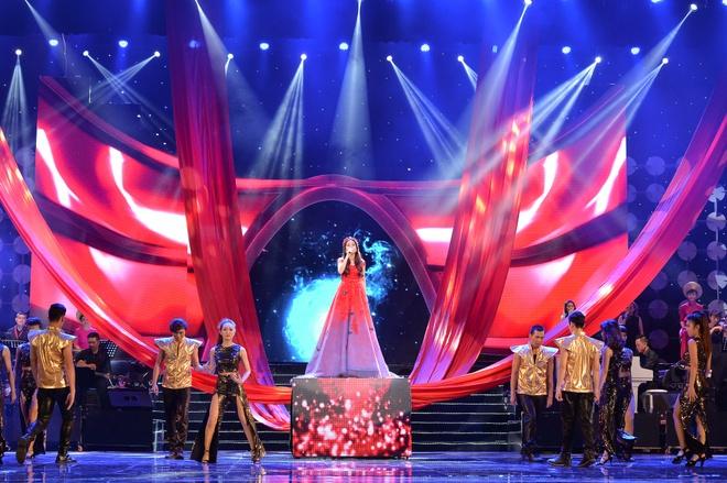 Cam Ly - Dan Truong roi nuoc mat voi 'Lan va Diep' hinh anh 4 Sân khấu Tự tình quê hương được dàn dựng đẹp mắt.