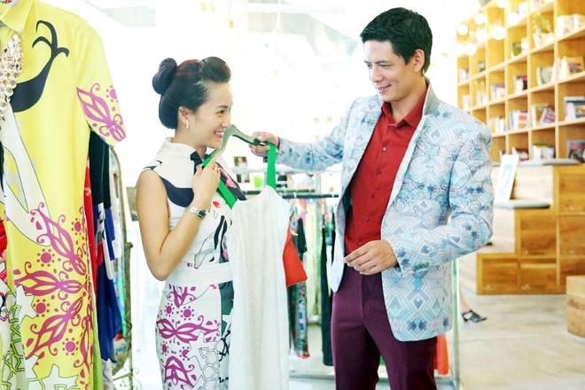 Binh Minh dan vo con di mua sam hinh anh 2 Anh thu hút sự chú ý không chỉ bởi vẻ ngoài điển trai dù đã là ông bố hai con mà còn tỏ ra rất biết