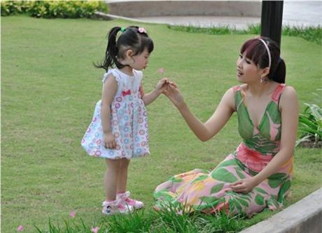 My nhan man anh co phan doi dau kho hon ca vai dien hinh anh 6 Minh Thư và con gái với người chồng trẻ đã ly hôn.
