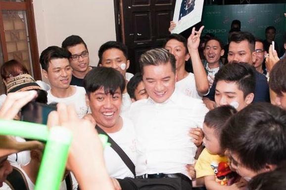 Dam Vinh Hung bi nghi muon fan co vu tai The Voice hinh anh