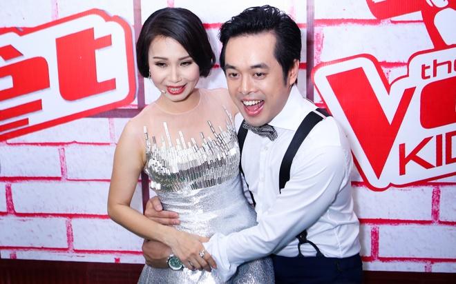 Cam Ly nguong ngung khi nhac si Duong Khac Linh om eo hinh anh
