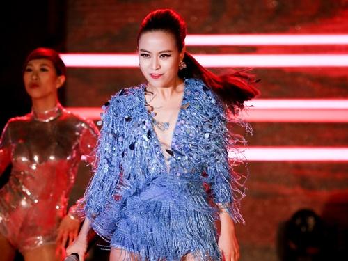 Hoang Thuy Linh bat tay cung DJ Hoang Anh hinh anh