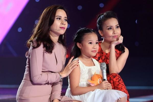 'Thuy Chi nhi' 9 tuoi khien HLV The Voice Kids boi roi hinh anh