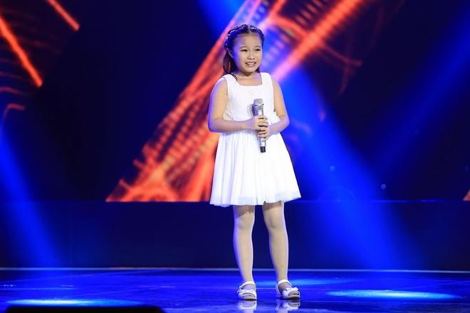 'Thuy Chi nhi' 9 tuoi khien HLV The Voice Kids boi roi hinh anh 1