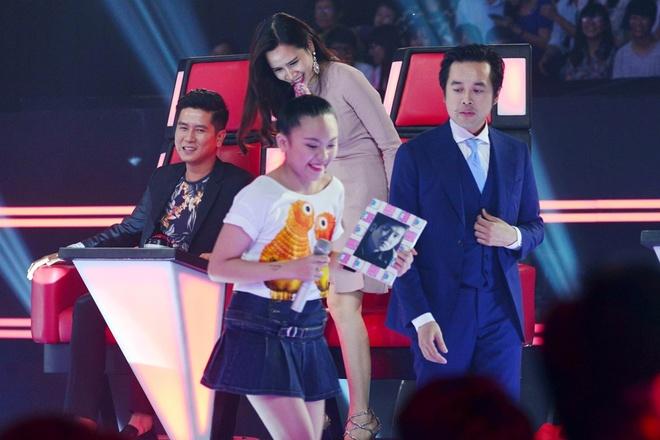 'Thuy Chi nhi' 9 tuoi khien HLV The Voice Kids boi roi hinh anh 5