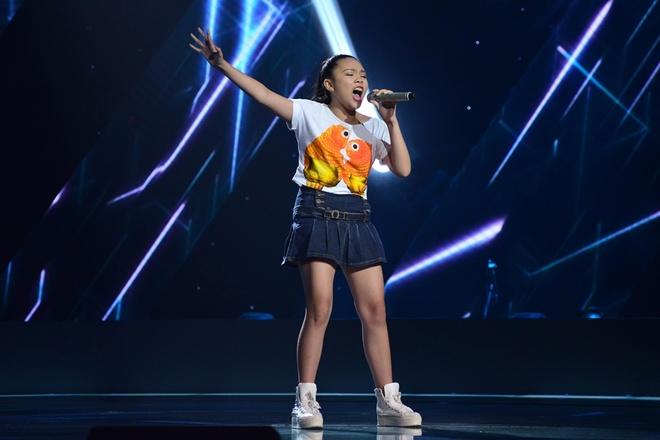 'Thuy Chi nhi' 9 tuoi khien HLV The Voice Kids boi roi hinh anh 4