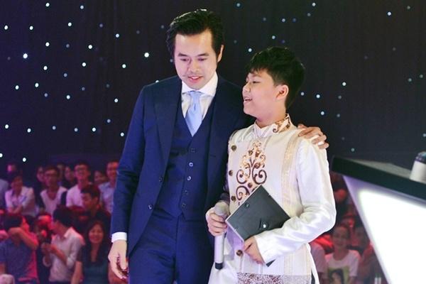 Duong Khac Linh tiep tuc 'tung chieu