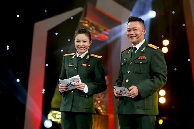 Gia dinh be the it biet cua nhung BTV nha nghe VTV hinh anh 5 BTV Quang Minh dẫn chương trình Chúng tôi là chiến sĩ.