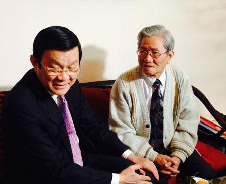 Gia dinh be the it biet cua nhung BTV nha nghe VTV hinh anh 2 Chủ tịch nước Trương Tấn Sang đến thăm NSND Đình Quang.