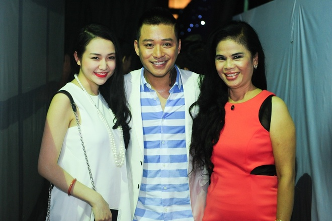 Vo chong Tuan Hung ra ve rieng le sau The Voice hinh anh 1 s