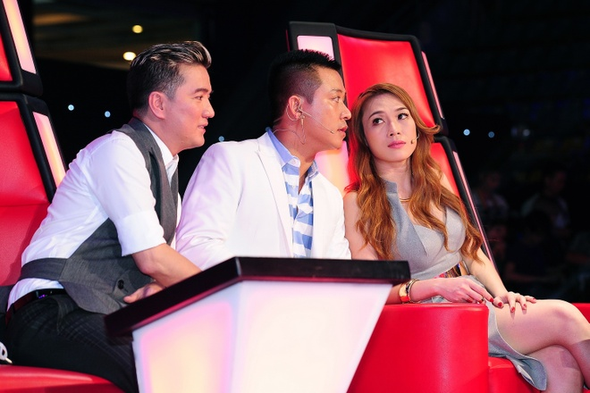 Vo chong Tuan Hung ra ve rieng le sau The Voice hinh anh 5 s