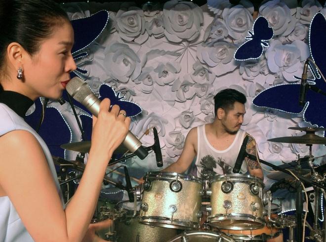 Em re Phuong Uyen ve nuoc tham gia live show Le Quyen hinh anh