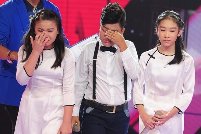 Thi sinh The Voice Kids khoc nuc no tren san khau hinh anh