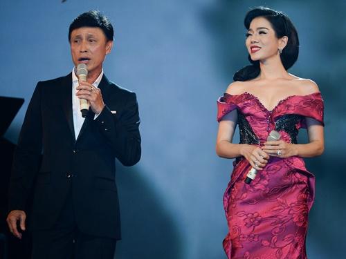 Le Quyen thay 7 bo vay trong live show nhac si Vu Thanh An hinh anh