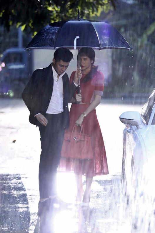 Noo Phuoc Thinh chia tay Thuy Tien duoi mua hinh anh 1 Sau MV Xin đừng buông tay song ca cùng Thủy Tiên, Noo Phước Thịnh tiếp tục ra mắt MV Giã từ trong cơn mưa cùng nằm trong bộ phim ca nhạc Chuyện tình Maldives.