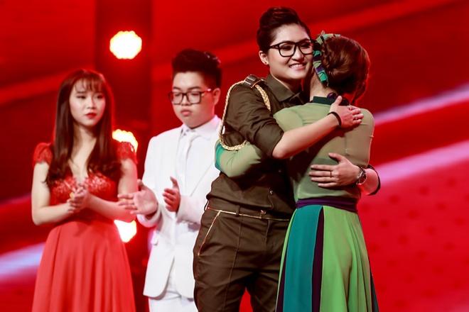 Fan gian khi Vicky Nhung nhuong diem cho To Ny hinh anh 1 s