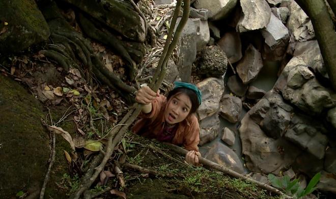 Nha Phuong suyt mat mang vi cuu nguoi yeu trong phim hinh anh 2