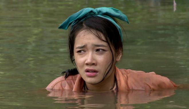 Nha Phuong suyt mat mang vi cuu nguoi yeu trong phim hinh anh 3
