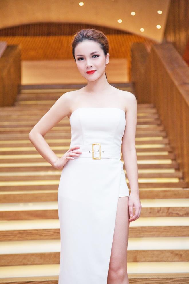 Yen Trang dang anh guong mat tray xuoc sau tai nan hinh anh 2 Nhan sắc của nữ ca sĩ hồi phục nhanh chóng sau 1 tháng chữa trị và dưỡng thương.