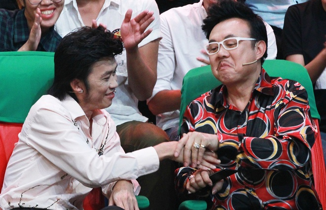 Hoai Linh - Chi Tai cung ngoi ghe nong hinh anh