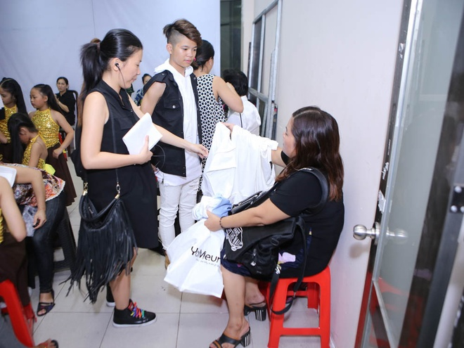 Quang Anh mac sanh dieu di xem The Voice Kids hinh anh 1