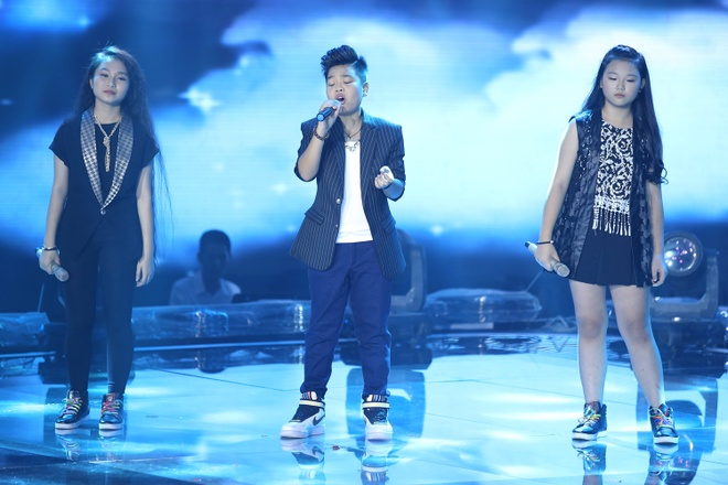 Duong Khac Linh boi roi vi khong hieu tieng Hue hinh anh 8 Bên cạnh đó, ba em đã cùng hòa giọng ăn ý đầy cảm xúc qua ca khúc Con đường tôi với phần hát kết hợp với đọc rap 'cực chất'.