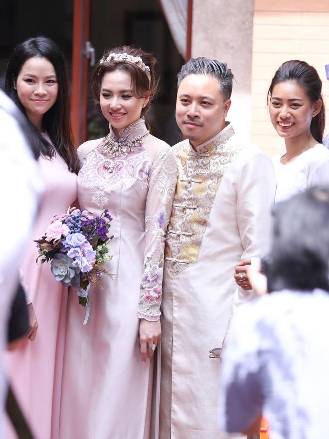 Dinh Ngoc Diep - Victor Vu hanh phuc trong dam hoi hinh anh