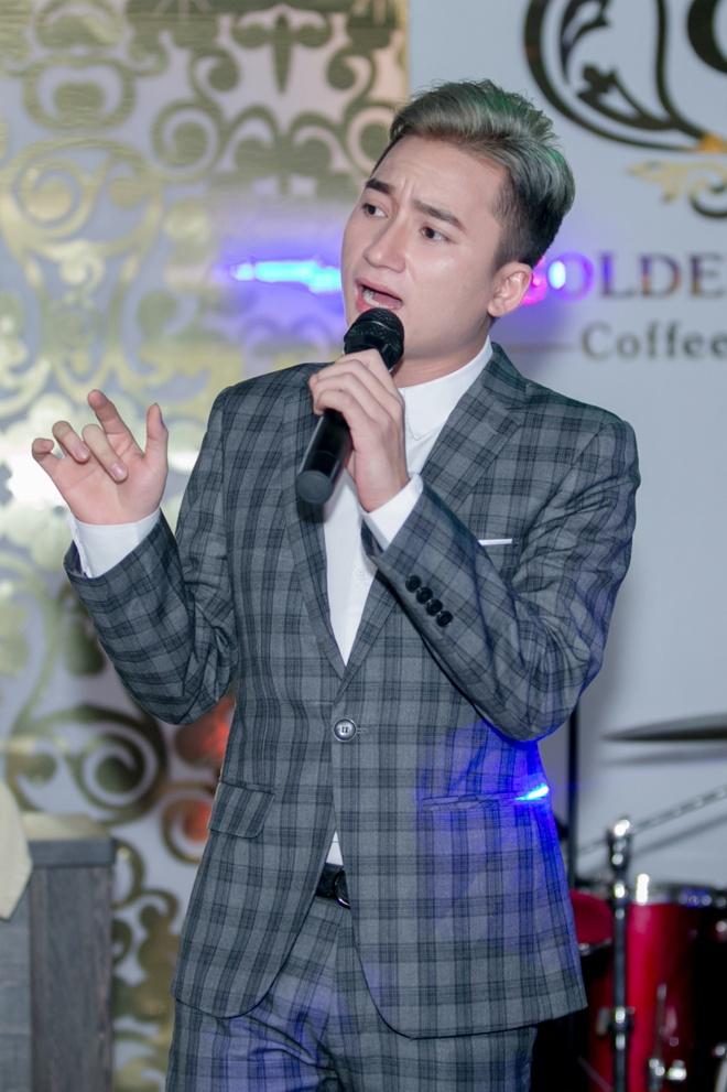 Ung Hoang Phuc dut cho Kim Cuong an giua hop bao hinh anh 6 s