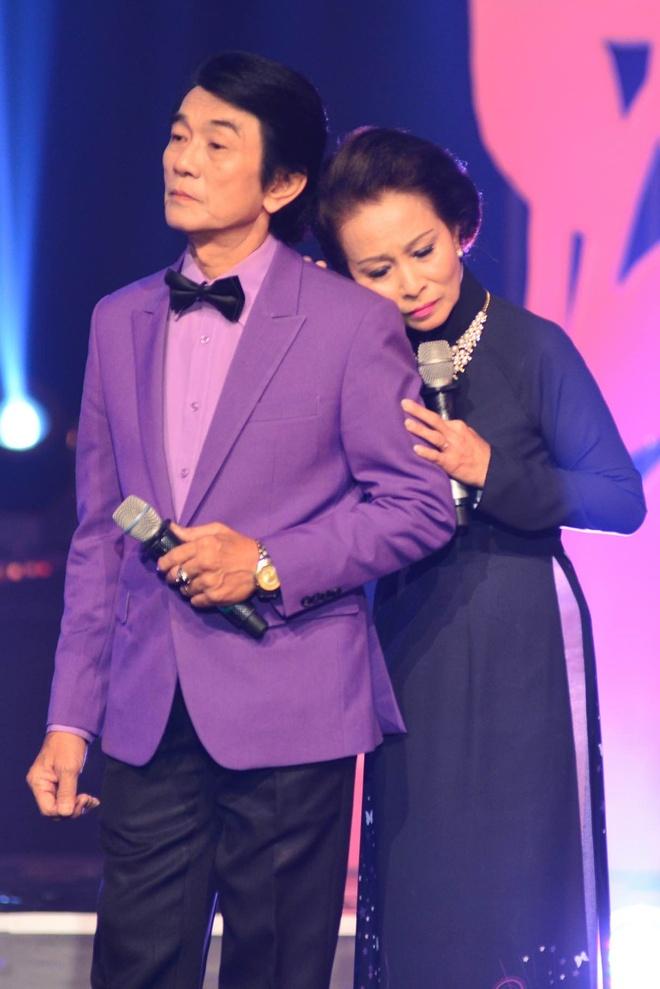 Le Quyen - Quang Linh lam tinh nhan tren san khau hinh anh 9