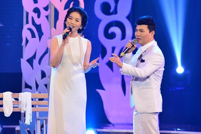 Le Quyen - Quang Linh lam tinh nhan tren san khau hinh anh 2