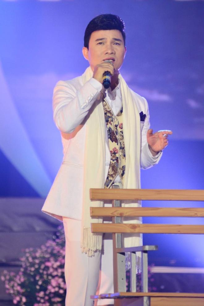 Le Quyen - Quang Linh lam tinh nhan tren san khau hinh anh 3