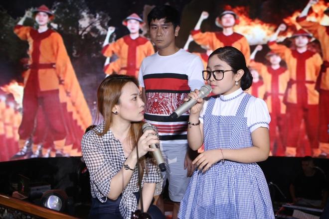 Be 9 tuoi Hong Minh dang quang Giong hat Viet nhi 2015 hinh anh 5