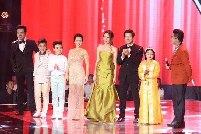 Be 9 tuoi Hong Minh dang quang Giong hat Viet nhi 2015 hinh anh 12