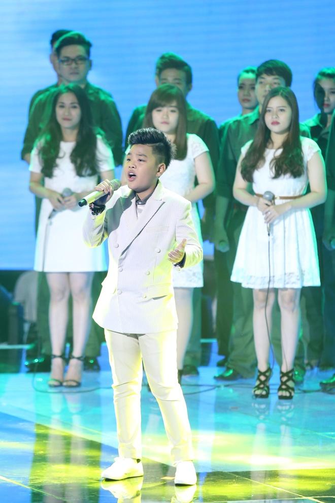Be 9 tuoi Hong Minh dang quang Giong hat Viet nhi 2015 hinh anh 13