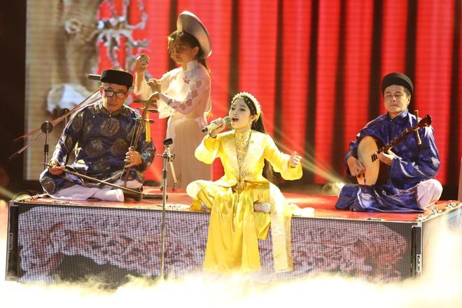 Be 9 tuoi Hong Minh dang quang Giong hat Viet nhi 2015 hinh anh 20