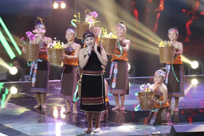 Be 9 tuoi Hong Minh dang quang Giong hat Viet nhi 2015 hinh anh 30