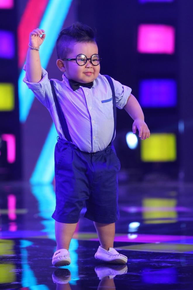Ku Tin khuay dong san khau voi man nhay Gangnam Style hinh anh 2 s